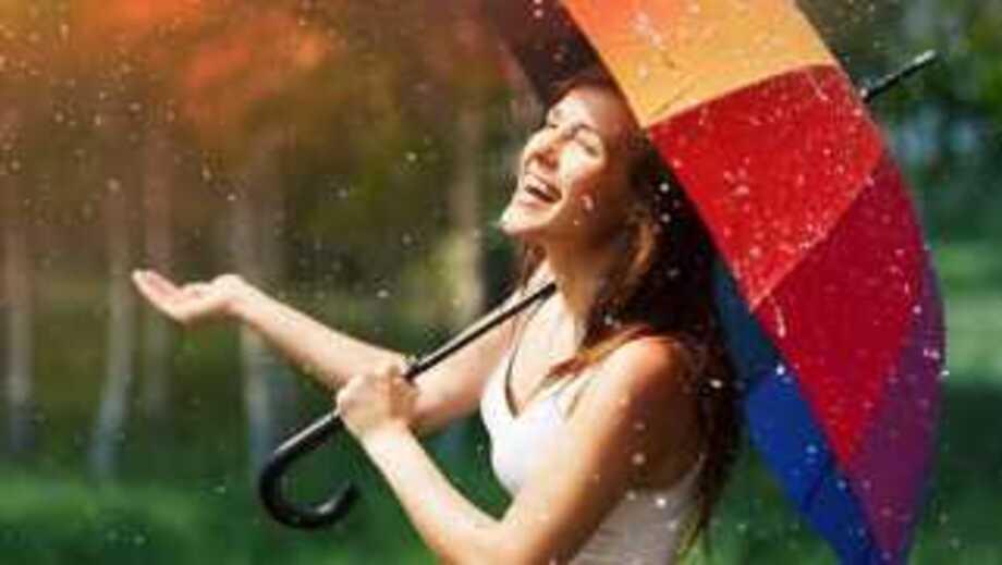Идеальная защита от дождя: как выбрать зонт и дождевик?